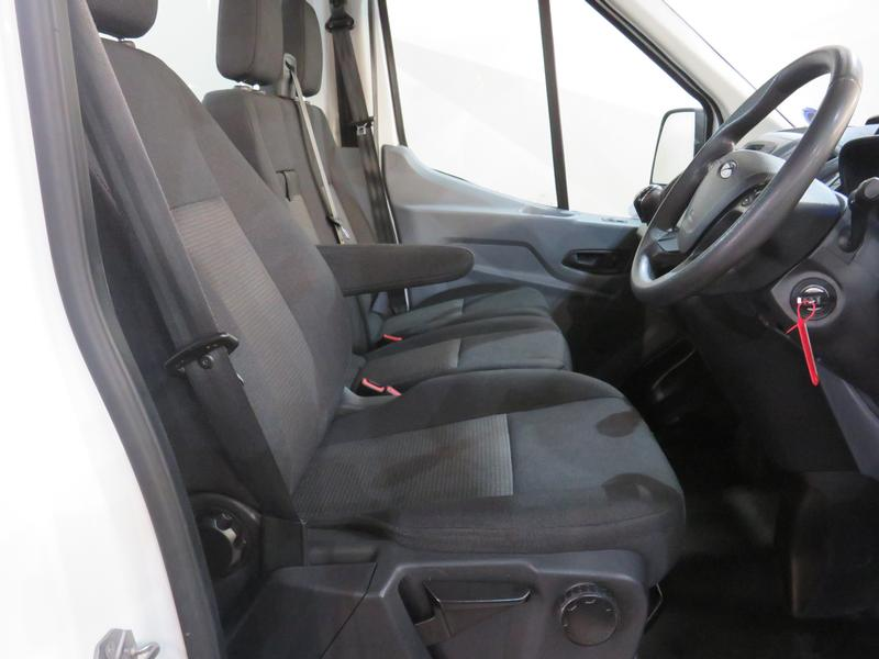 Ford Transit 2.2 Tdci Chassis Cab 330 Mwb Image 5
